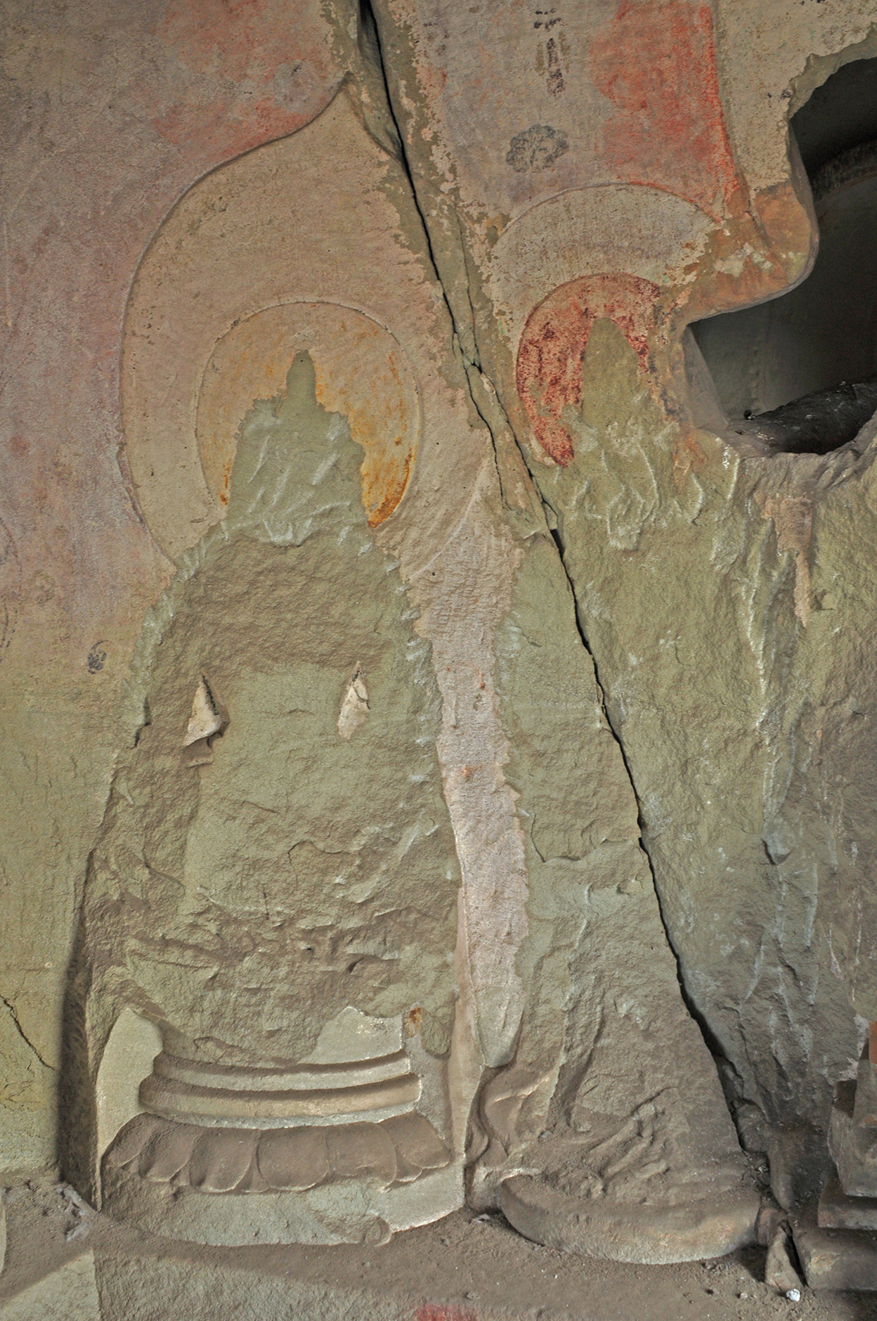 Tianlongshan cave 17 East wall left current photo